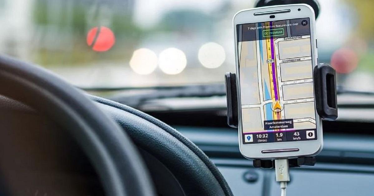 Caricare lo smartphone in auto può essere un errore. Ci sono motivi per cui è meglio evitare