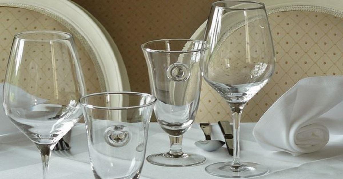 I trucchi migliori per far tornare i bicchieri brillanti