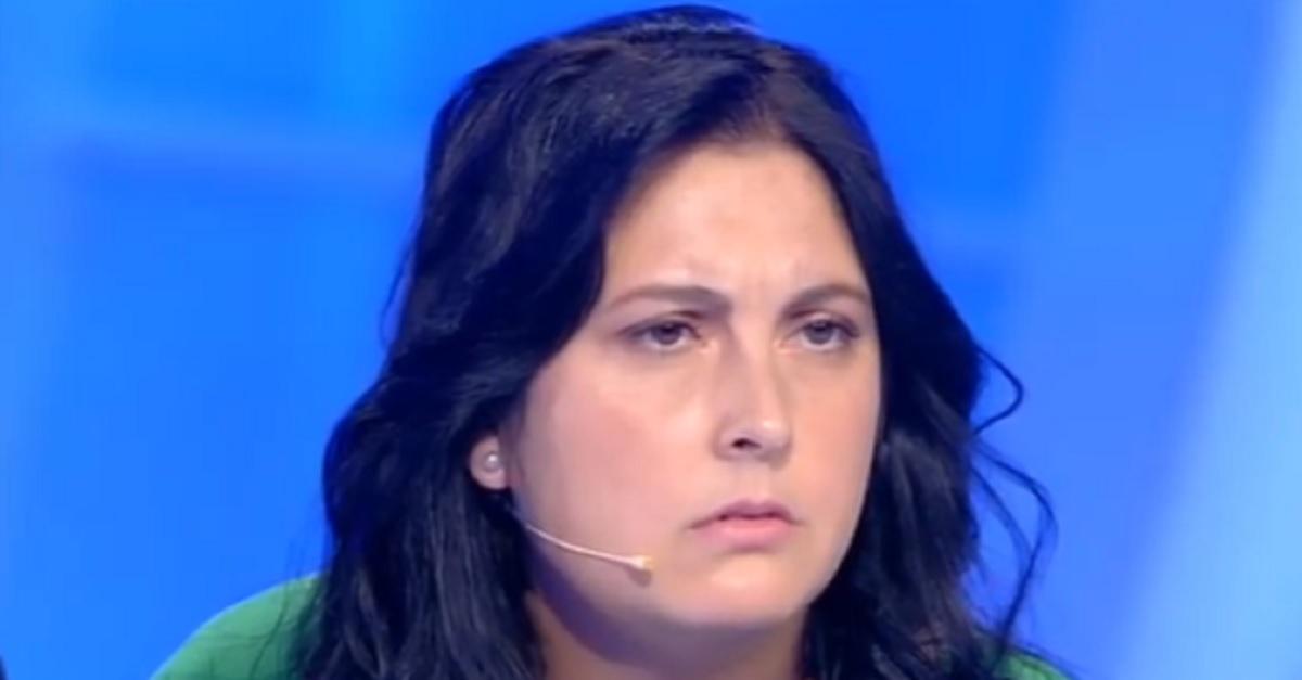 """Chiara chiude la busta """"Mi hanno lasciata in un mare di guai"""" e sui social gli utenti si sono scatenati"""