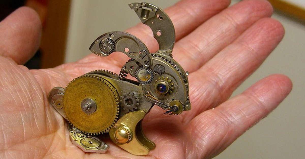 Spettacolari piccole sculture realizzate con orologi riciclati (16 Foto)