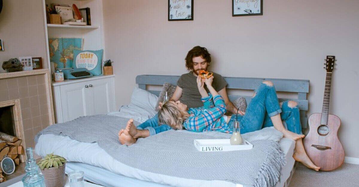 I segni zodiacali che amano di più stare a letto