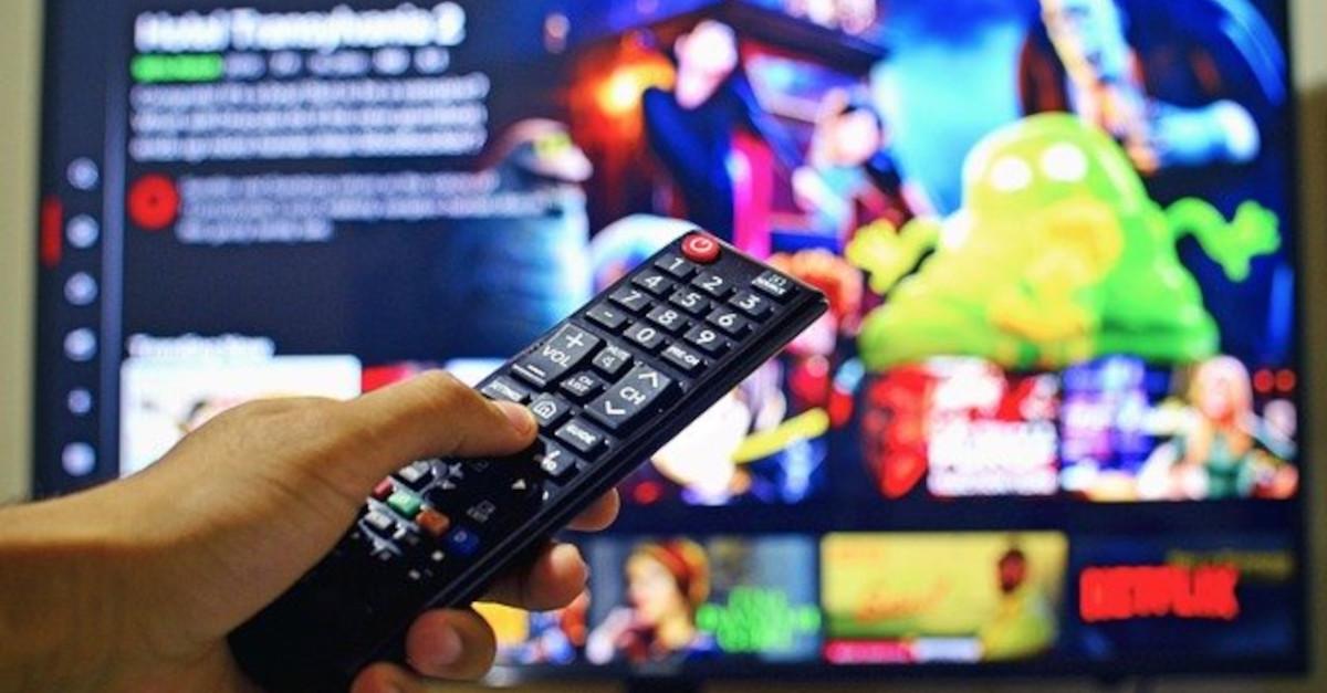 Sempre davanti la Tv! Questi segni zodiacali non riescono proprio a staccarsi dalla televisione