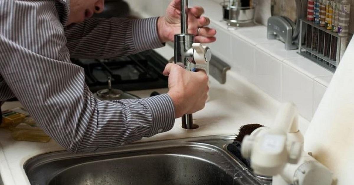 6 cose che il tuo idraulico non farebbe mai a casa sua.