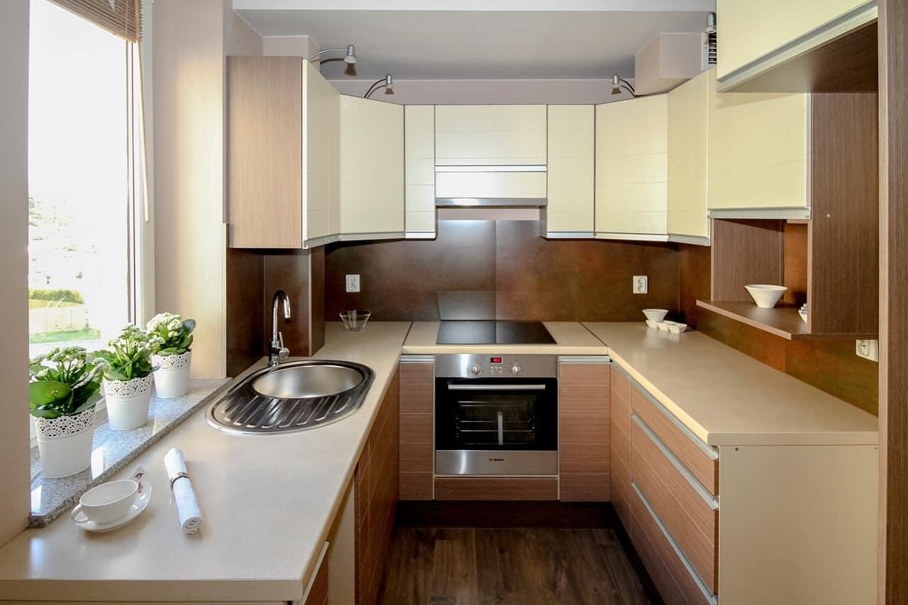 Trucchi per eliminare i cattivi odori in una cucina senza ventilazione