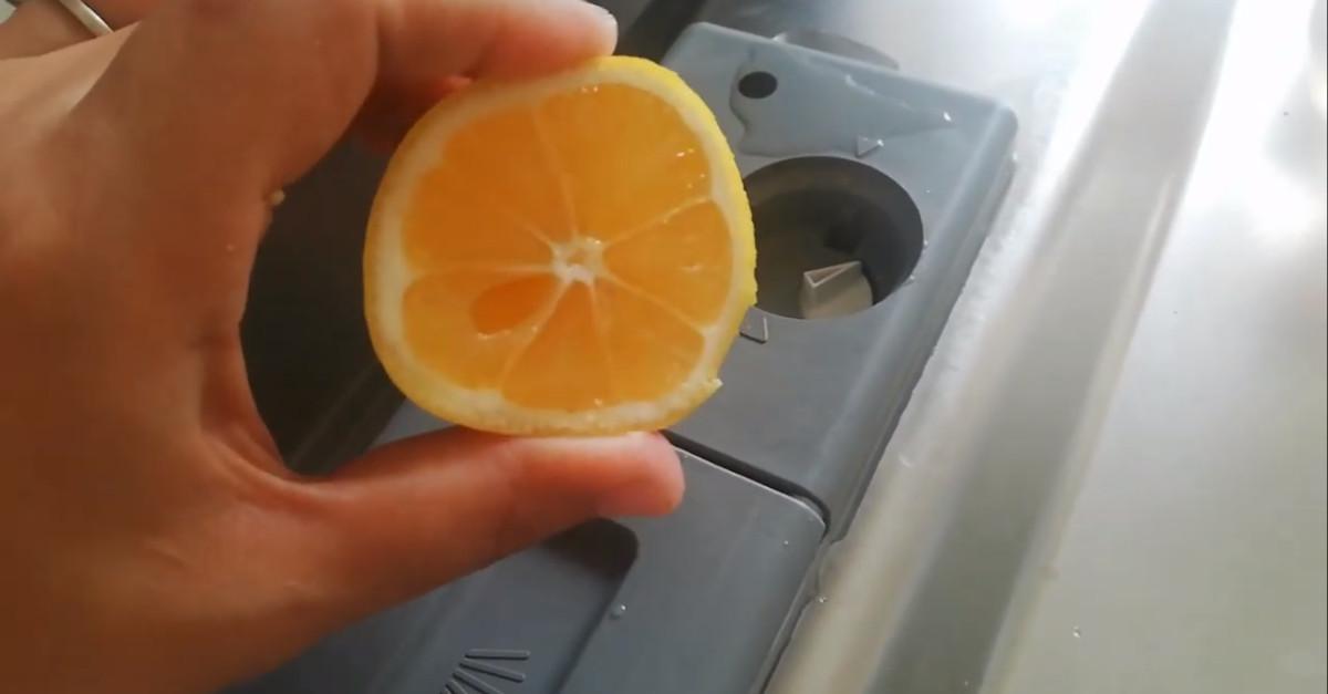 Come eliminare i cattivi odori della lavastoviglie con rimedi naturali