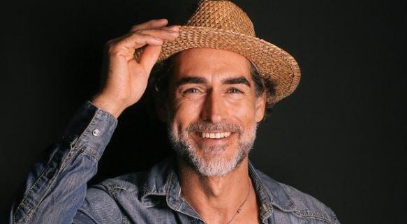 """Ricordate Sergio Muniz, il vincitore de """"L'isola dei famosi"""" nel 2004? Ha appena dato la lieta notizia"""