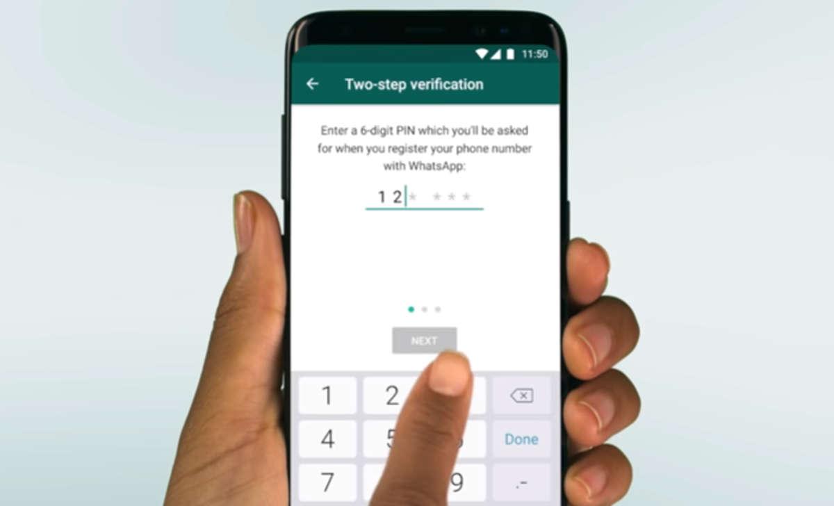 """La polizia postale avverte: """"Attenti ai messaggi degli 'amici', possono rubarvi l'account di Whatsapp"""""""