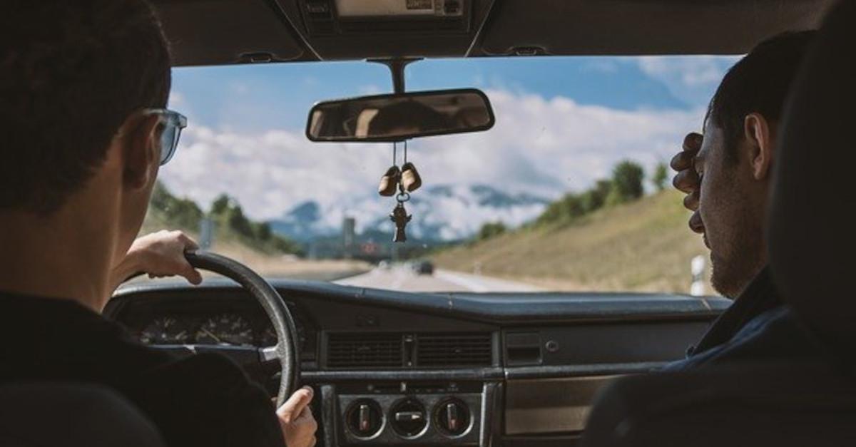 Gli uomini che amano guidare, in base ai segni zodiacali
