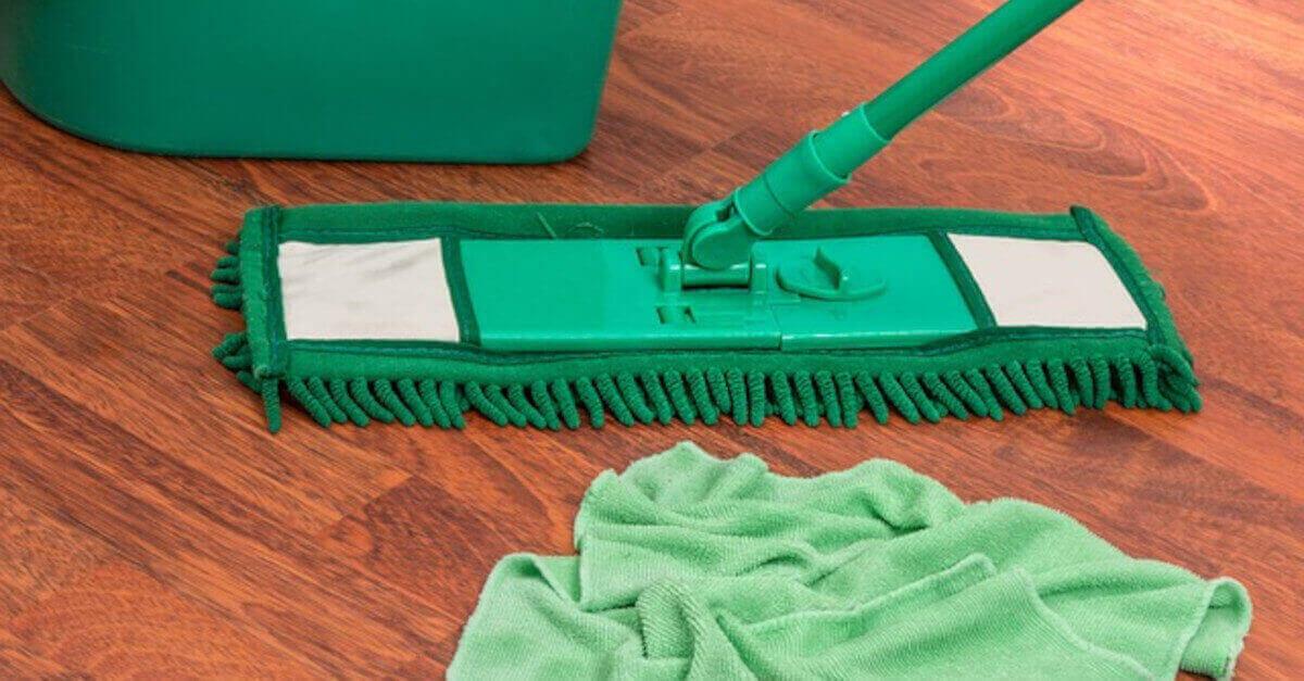 3 detergenti naturali per vari tipi di pavimento