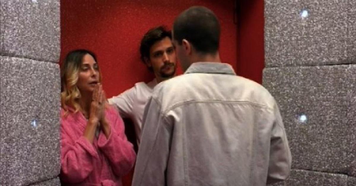 Tommaso Zorzi tenta di lasciare la casa del GfVip, ma davanti la porta Rossa succede qualcosa di inaspettato