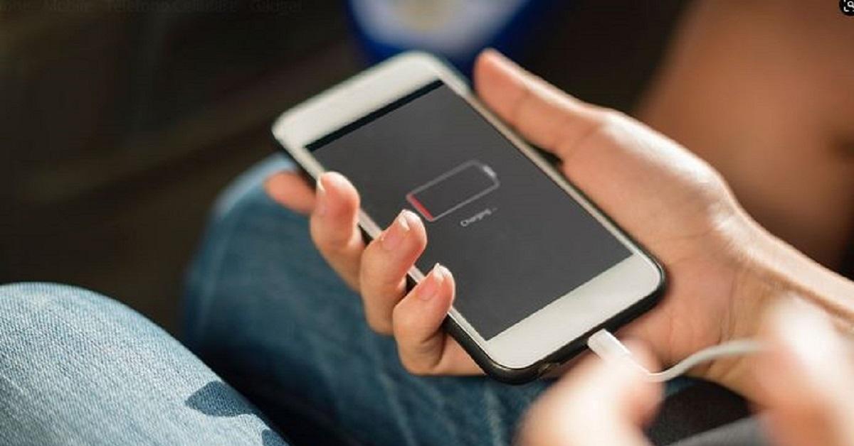 Ricarichi lo smartphone la notte? E' un'abitudine sbagliata, perchè non farlo
