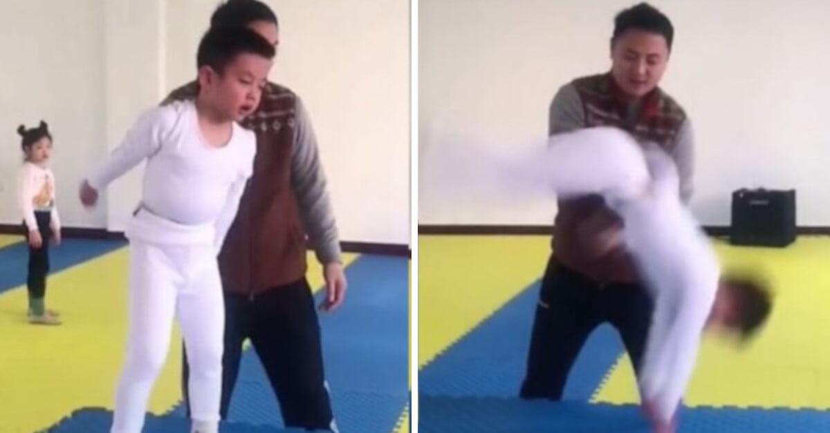 Il ginnasta fa 15 acrobazie all'indietro in 5 secondi. Il video assurdo diventa virale