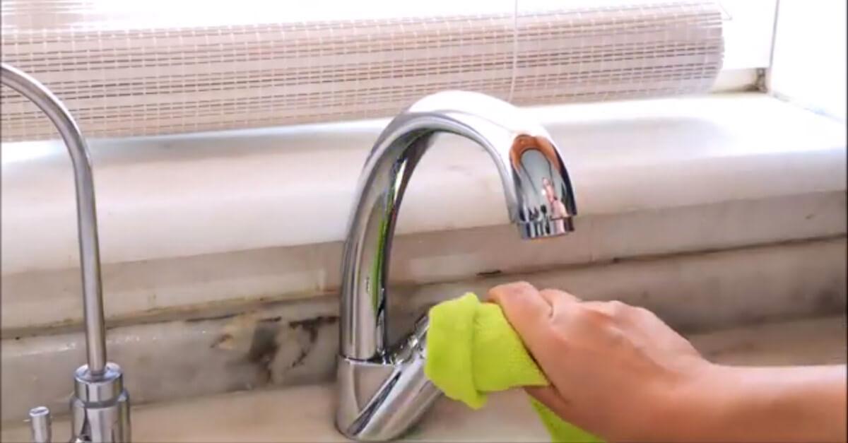 Come pulire il lavello con il sale, sarà luccicante!