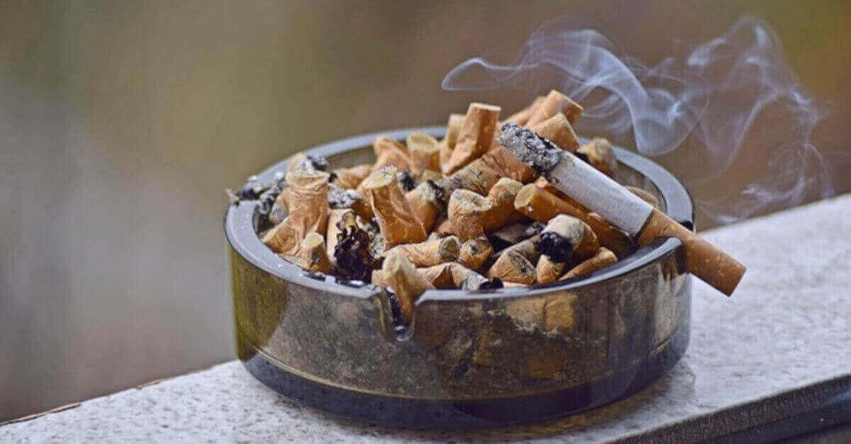 Trucchi che allontanano la puzza del tabacco da casa tua