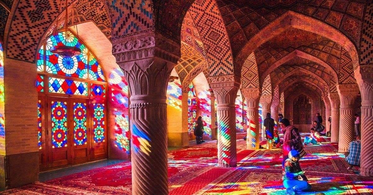 15 Incantevoli immagini della coloratissima moschea di Nasir Ol-mulk a Shiraz in Iran
