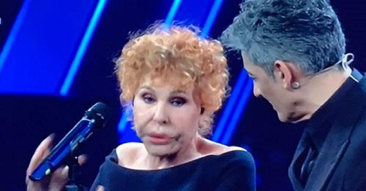 Ornella Vanoni un uragano sul palco, oltre la musica non sono mancate le battute. E sui social la amano