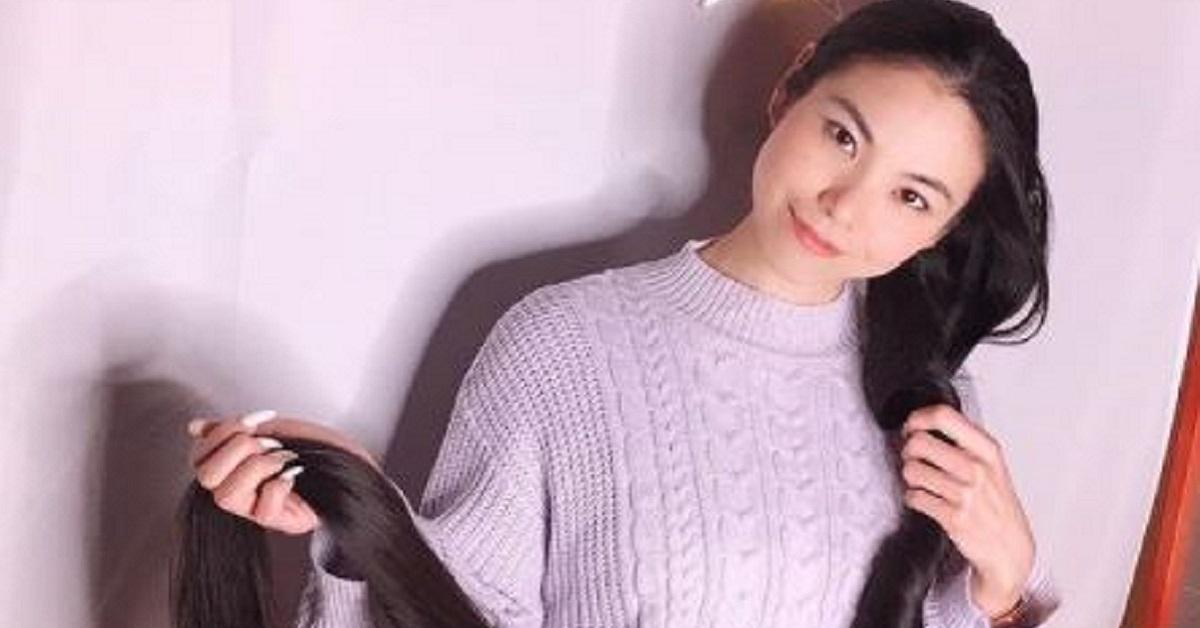 """Non taglia i capelli da 15 anni, la """"Rapunzel"""" giapponese con 2 metri di capelli"""