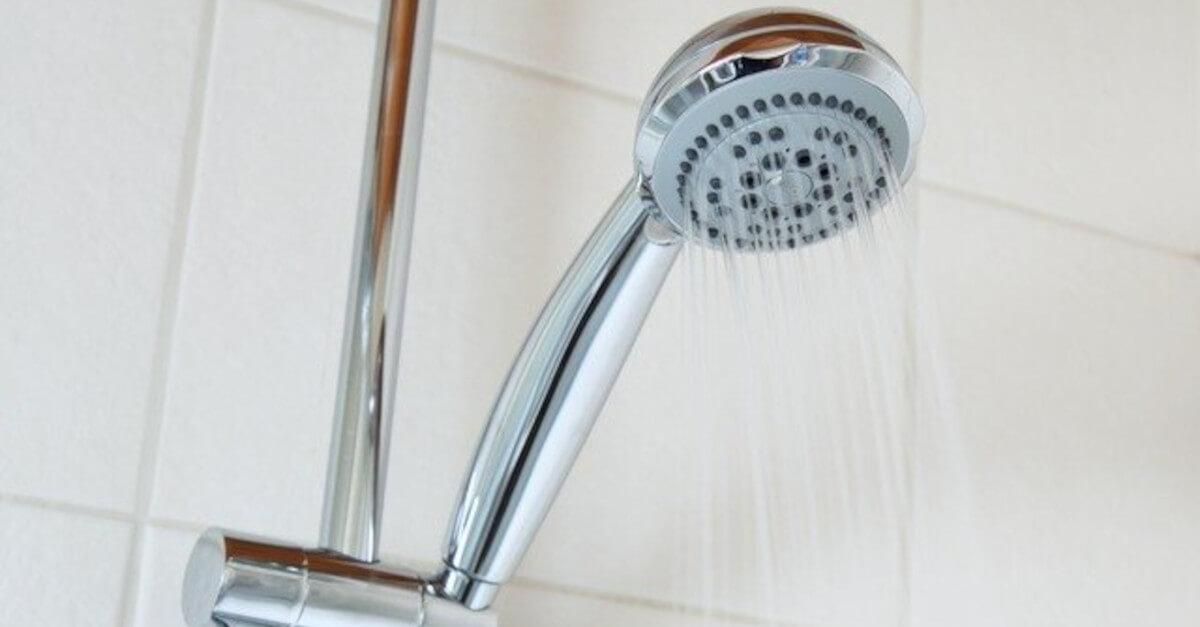 2 Motivi per cui dovresti fare la doccia la sera e non la mattina