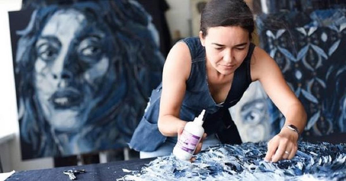 18 foto di ritratti realistici realizzati da un'artista con i ritagli dei jeans