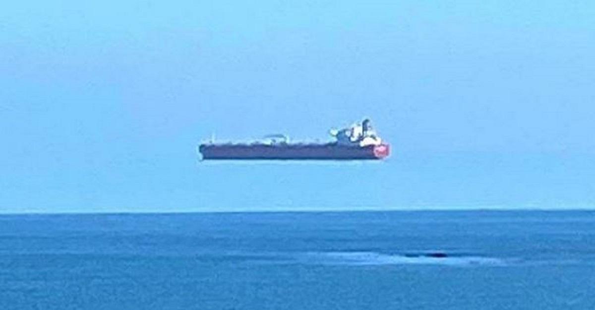Una nave che fluttua? L'illusione che ha sorpreso il Web e che ha un nome particolare