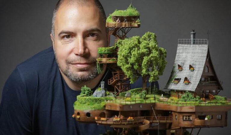 Artista costruisce un utopico villaggio in miniatura arroccato in cima a una torre di legno (10 foto)