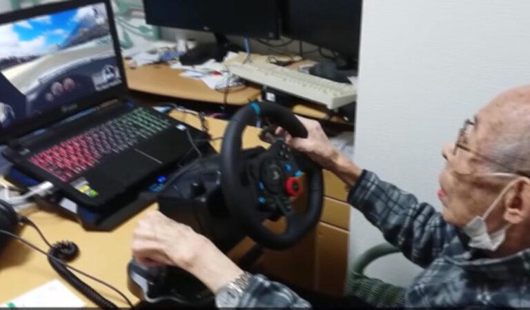 Grazie a un videogioco, un nonno di 93 anni guida di nuovo la sua amata macchina sportiva