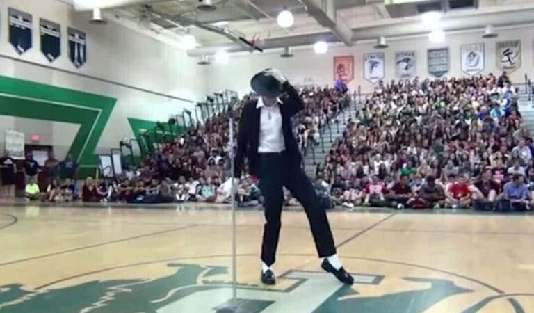 La performance di questo ragazzo è stata vista da più di 30 milioni di persone ed è passata alla storia