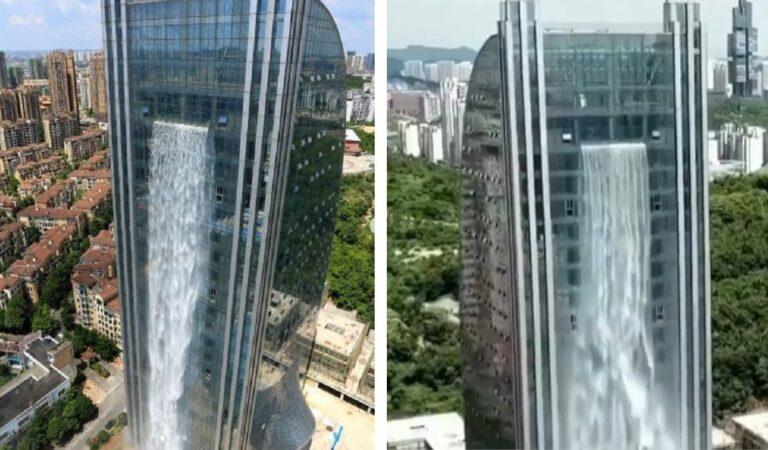 A Guiyang in Cina la cascata più alta del mondo che sgorga da un grattacielo