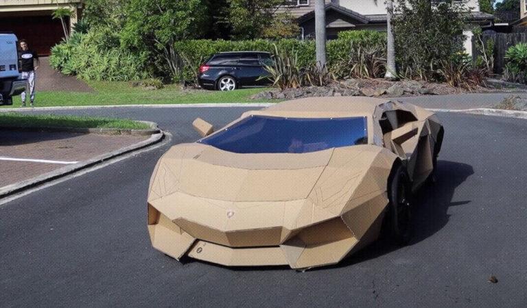 Uno 'youtuber' crea una Lamborghini di cartone, la vende per più di 7.000 dollari e dona i soldi ad un ospedale pediatrico (VIDEO)