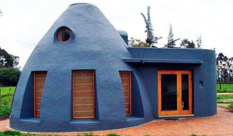Costruisci una casa economica e sostenibile grazie alla tecnica del superadobe