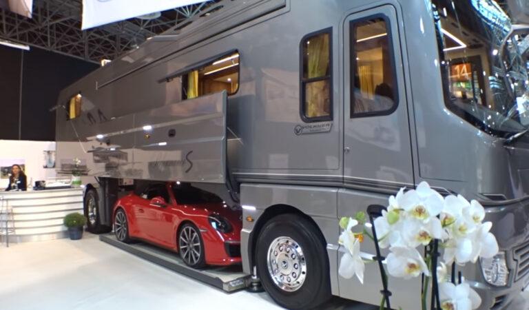 Il camper da $ 1,7 milioni con garage incluso