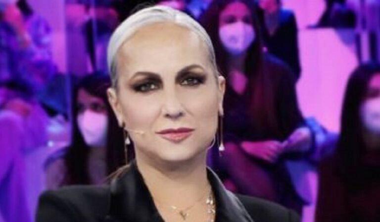 Alessandra Celentano, la maestra di Amici si mostra con i suoi capelli al naturale