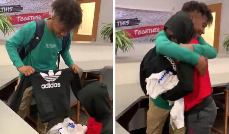 Regalano tre borse piene di vestiti al compagno di classe bullizzato, non aveva i soldi per comprare dei nuovi vestiti