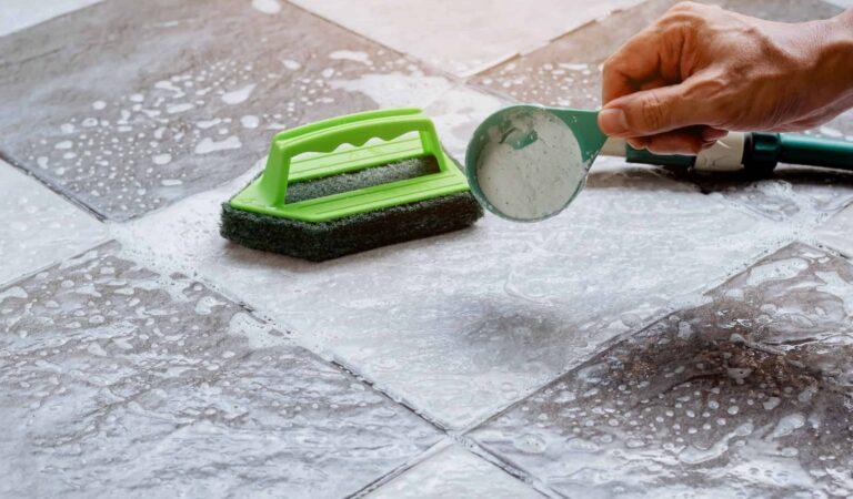 Il sorprendente utilizzo della farina per smacchiare il pavimento del terrazzo